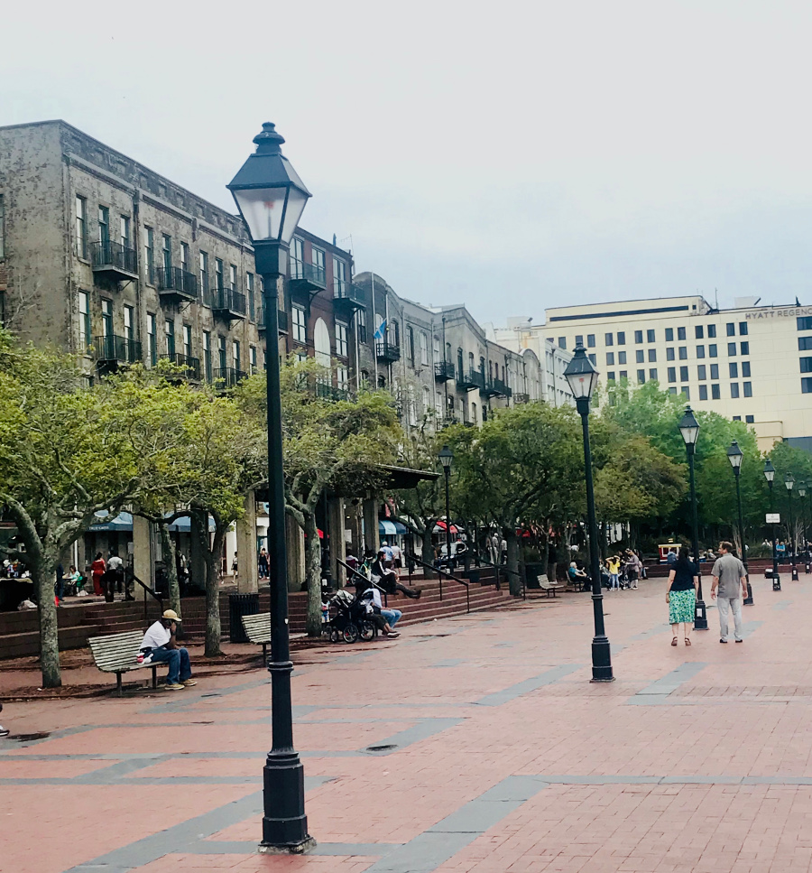 Savannah City Market is one of the attractions in Savannah GA. Use this Savannah travel guide to discover what to do on your Savannah Georgia vacation. #savannah #georgia #usa #savannahguide
