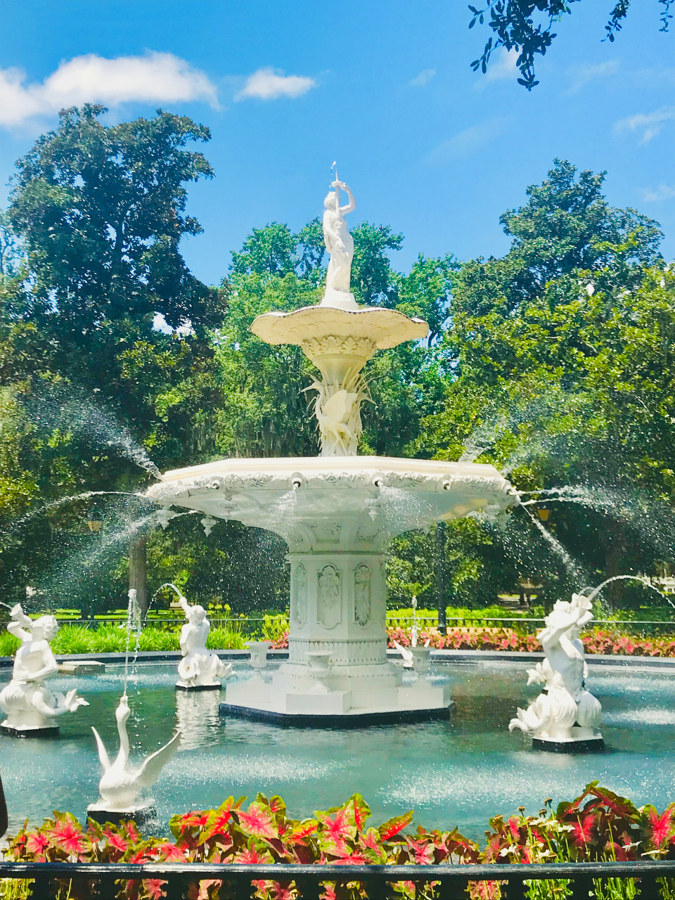 Forsyth Park is one of the famous Savannah tourist attractions. Discover the best places to visit in Savannah, Georgia, USA from this article. #savannah #georgia #usa #savannahguide