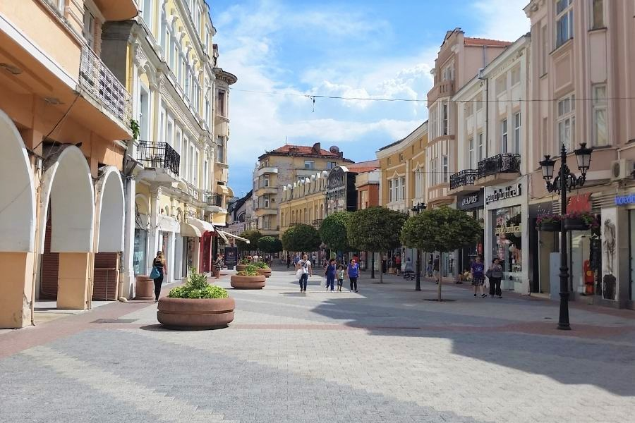 Plovdiv Main sSreet. The perfect 3 days in Plovdiv itinerary. #plovdiv #bulgaria #europe #travel