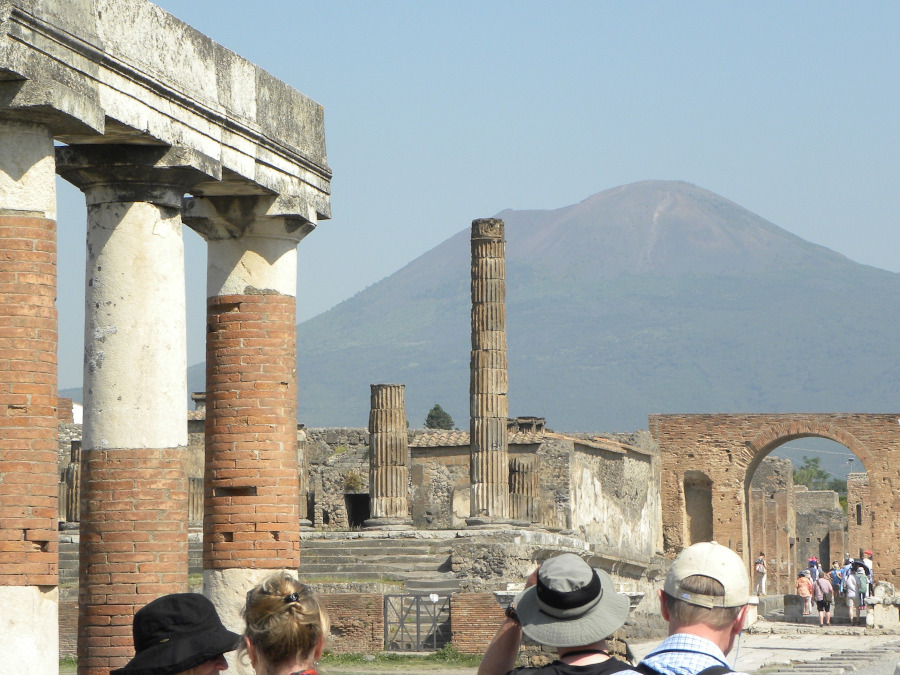 Pompeii and Mount Vesuvius. 6 reasons to travel to Naples, Italy this year. #naples #italy #travel #europe
