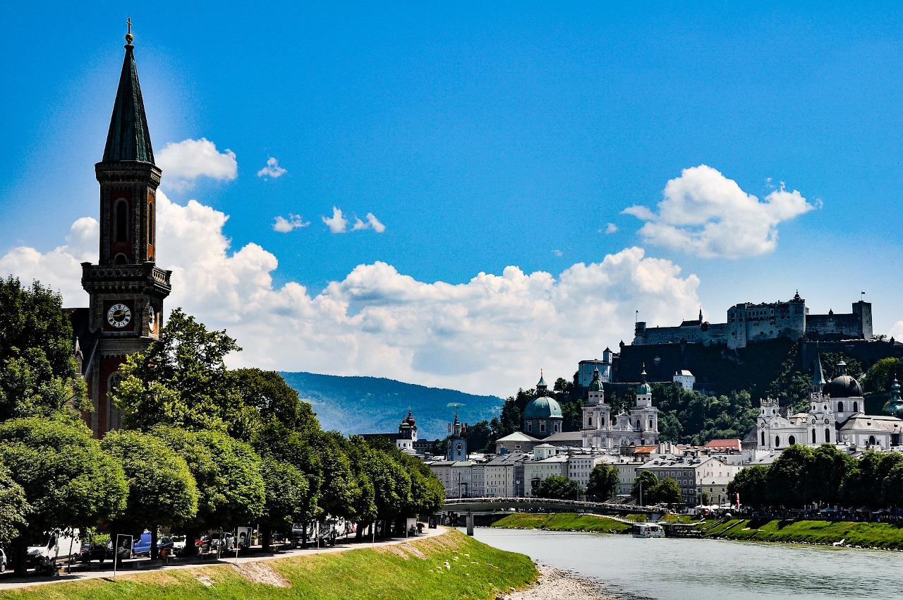 Salzburg is one of the best day trips from Vienna. Discover that to do near Vienna, Austria. #vienna #austria #europe #daytrips