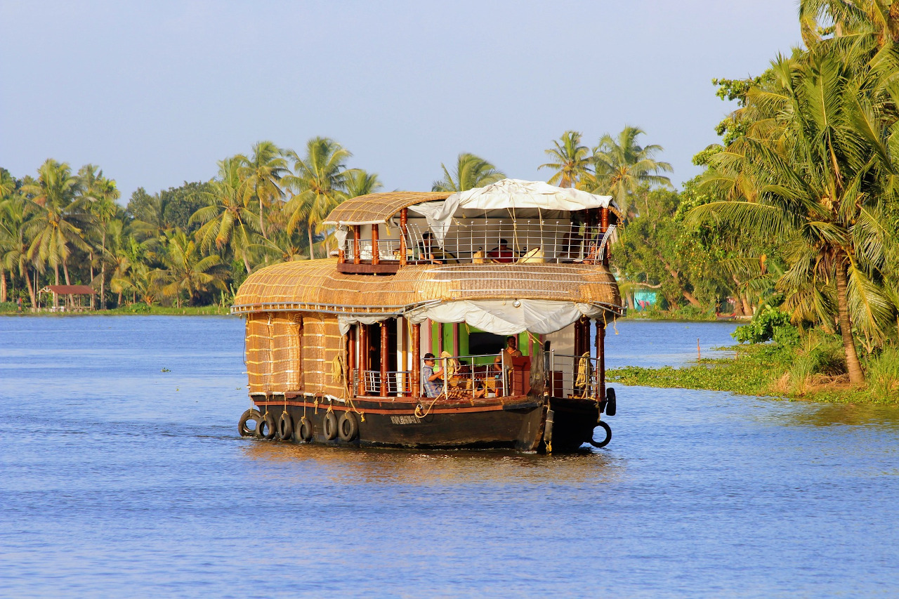 Kerala backwaters - houseboat. Amazing things to do in Kerala and reasons to visit Kerala, India