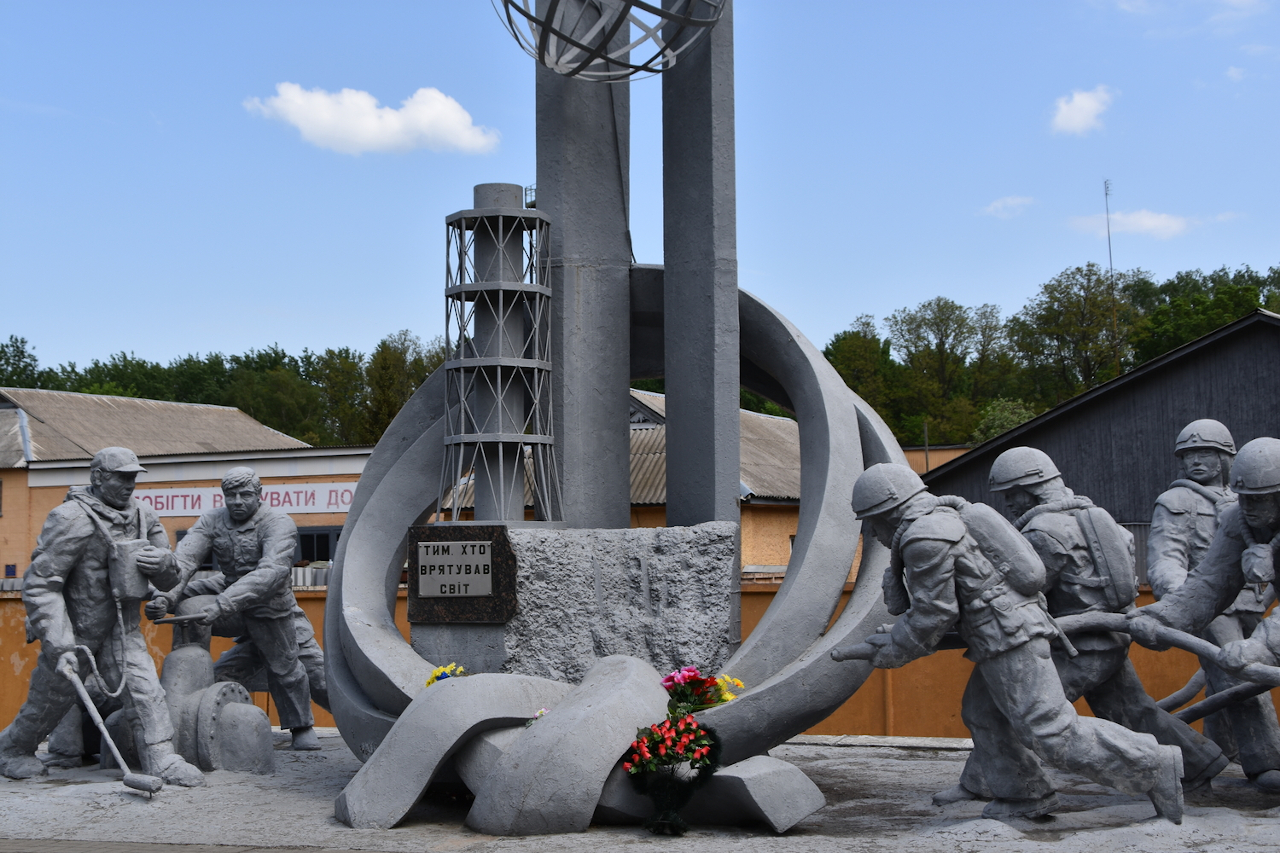 Firefighter Memorial, Chernobyl. Is Chernobyl safe to visit? Find out the answer plus the complete Chernobyl guide and Pripyat guide from this article.