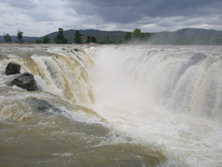 Hogenakkal waterfalls. Great waterfalls in India to see on your trip