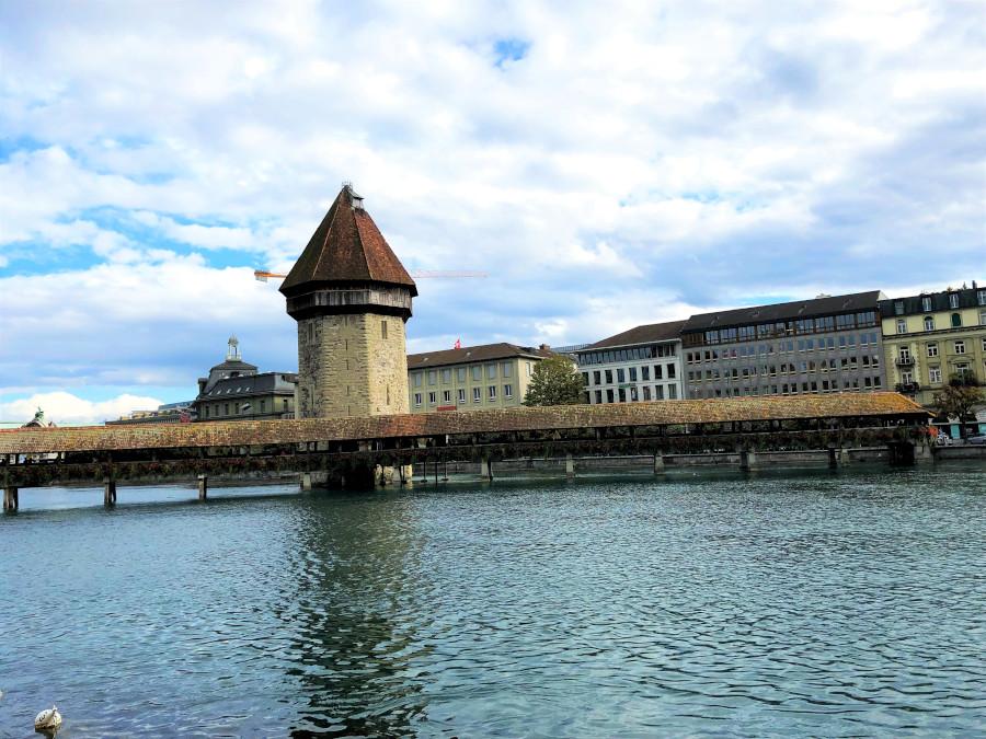 Люцерн Капельбрюкке (Часовенный мост), фото MyFaultyCompass. Вот лучшие места для посещения в Люцерне, Швейцария. Это руководство по Люцерну охватывает все, что вам нужно знать о посещении Люцерна.