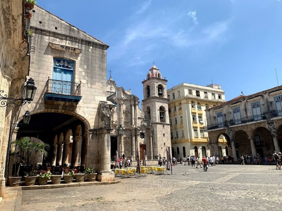 Plaza de la Catedral, Havana, Cuba. Your insider's guide to Havana with the top attractions in Havana, off the beaten path things to do in Havana, and more.