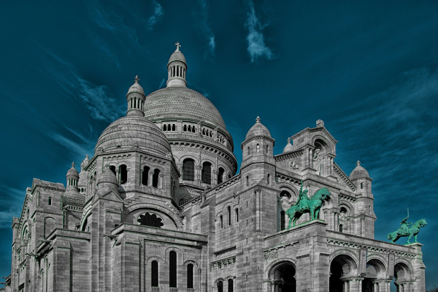 Paris - Sacre Coeur. Paris tips to save you time and money. Avoid these Paris mistakes
