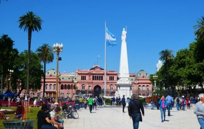 Casa Rosada and Plaza de Mayo. The best things to do in Buenos Aires, Argentina