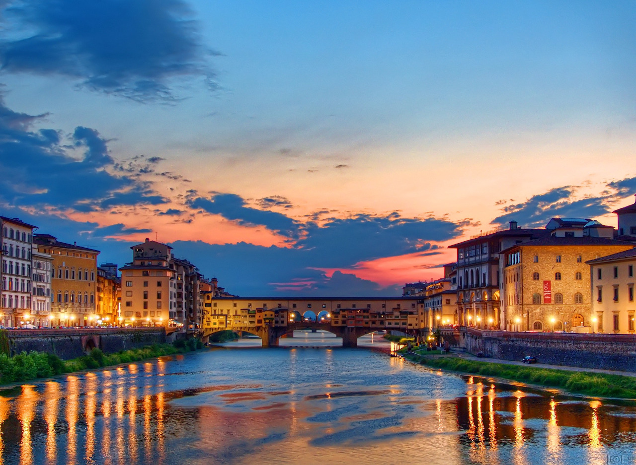 Ponte Vecchio, Florence. Florence sightseeing: the best things to do in Florence, where to eat, where to stay in Florence, and useful Florence tips.