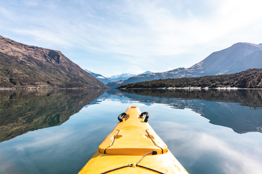Kayaking on Lake Wanaka, NZ. Discover 10 fantastic things to do in Wanaka, NZ
