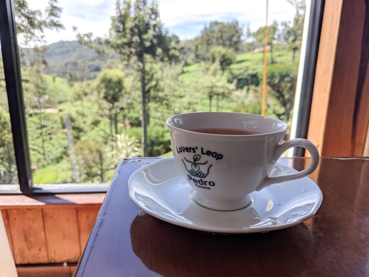 Nuwara Eliya Pedro Plantation tea cuppa. Planning tour Sri Lanka holiday and wondering about the Sri Lankan cuisine? Discover the best food to try in Sri Lanka from this Sri Lanka food guide!