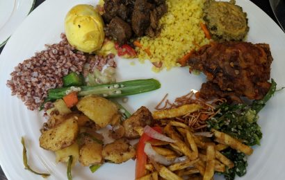 Sri Lankan Buffet - discover the best foods to try in Sri Lanka from this article. This is your Sri Lanka food tour
