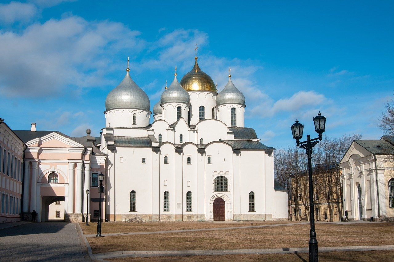 St Sophia Cathedral (Novgorod, Russia) is the top historical attraction in Europe. Discover the best things to see in Europe from this article!