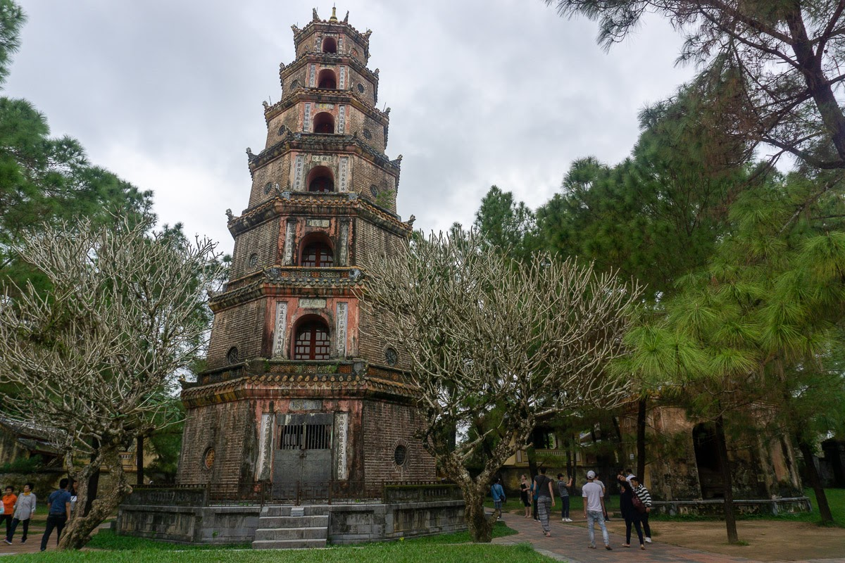 Bring cover-ups to the temples. Read now this article and discover everything you need to know before visiting Vietnam.