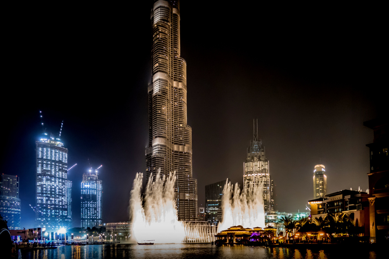Dubai Dancing Fountain next to Burj Khalifa is one of the best things to see for free in Dubai. If you are visiting Dubai on a budget, then include these free things to do in Dubai on your Dubai itinerary.