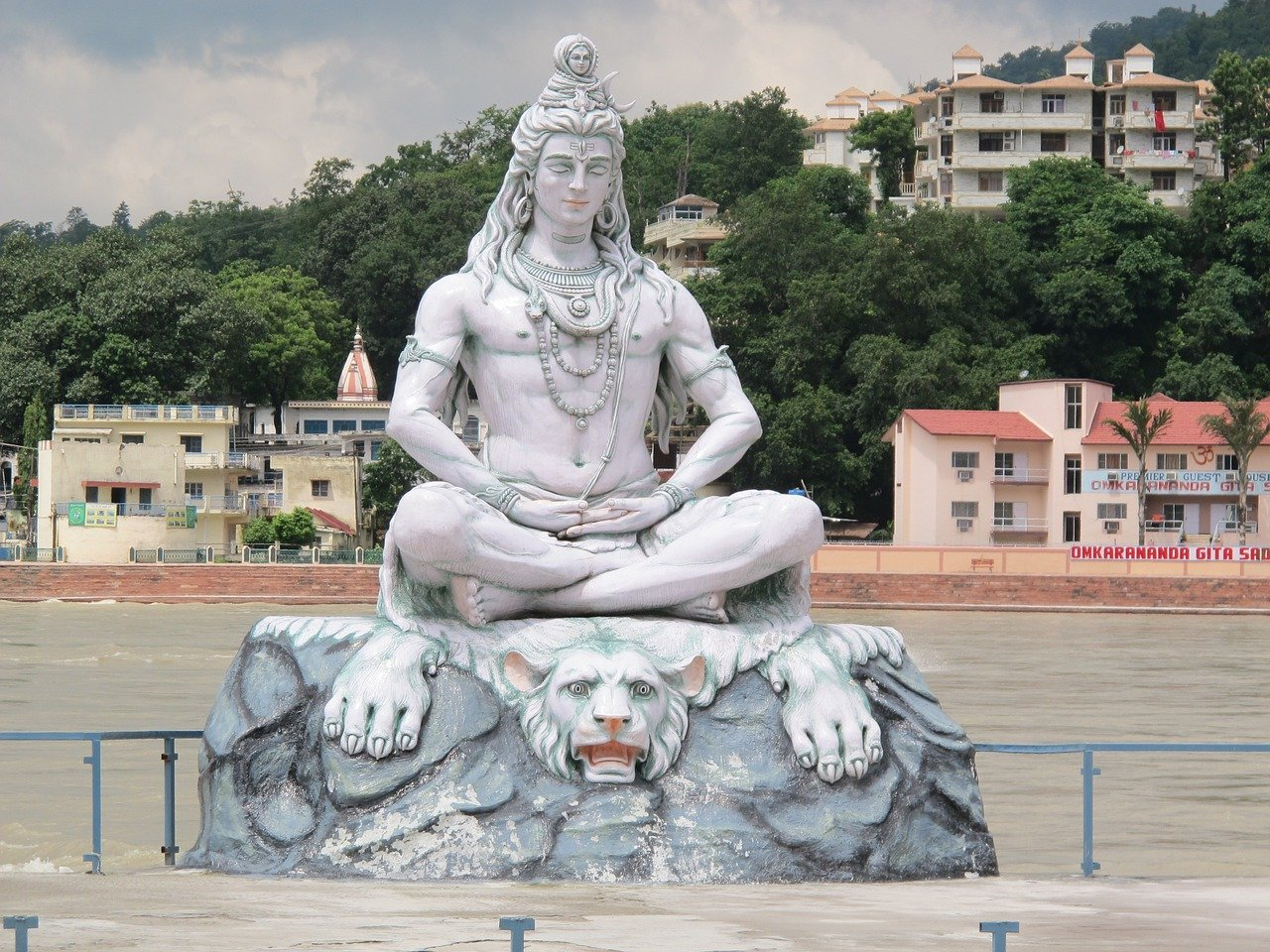 Travel tips for Rishikesh, India and the best things to do in Rishikesh.
