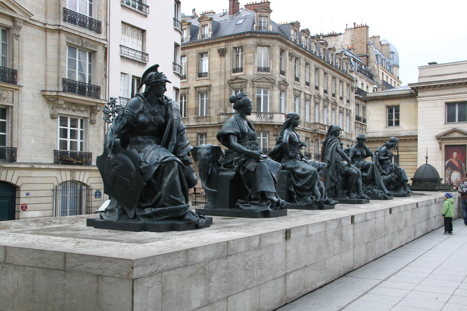Statues at the exit of Musée d'Orsay. Paris travel: tips for visiting the Orsay Museum