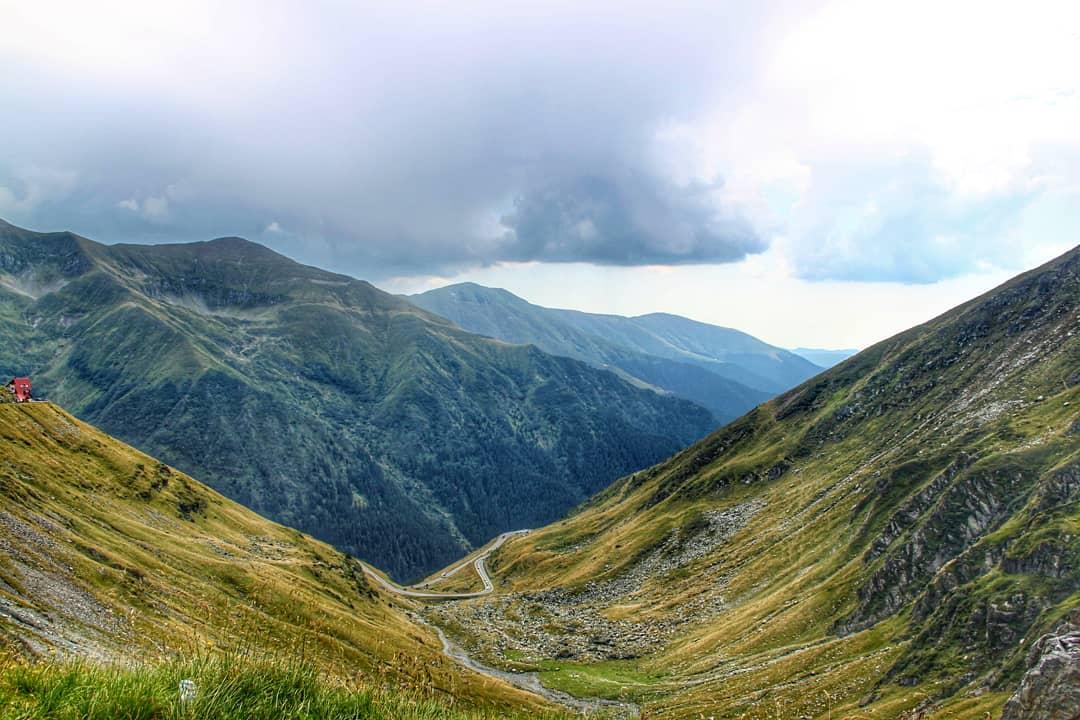 Трансфагарган (Румыния) - одна из лучших природных достопримечательностей Европы. Откройте для себя лучшие места для посещения в Европе и лучшие достопримечательности Европы из этой статьи. Туристические достопримечательности в Европе Туристические достопримечательности, которые обязательно нужно посетить в Европе transfagarasan