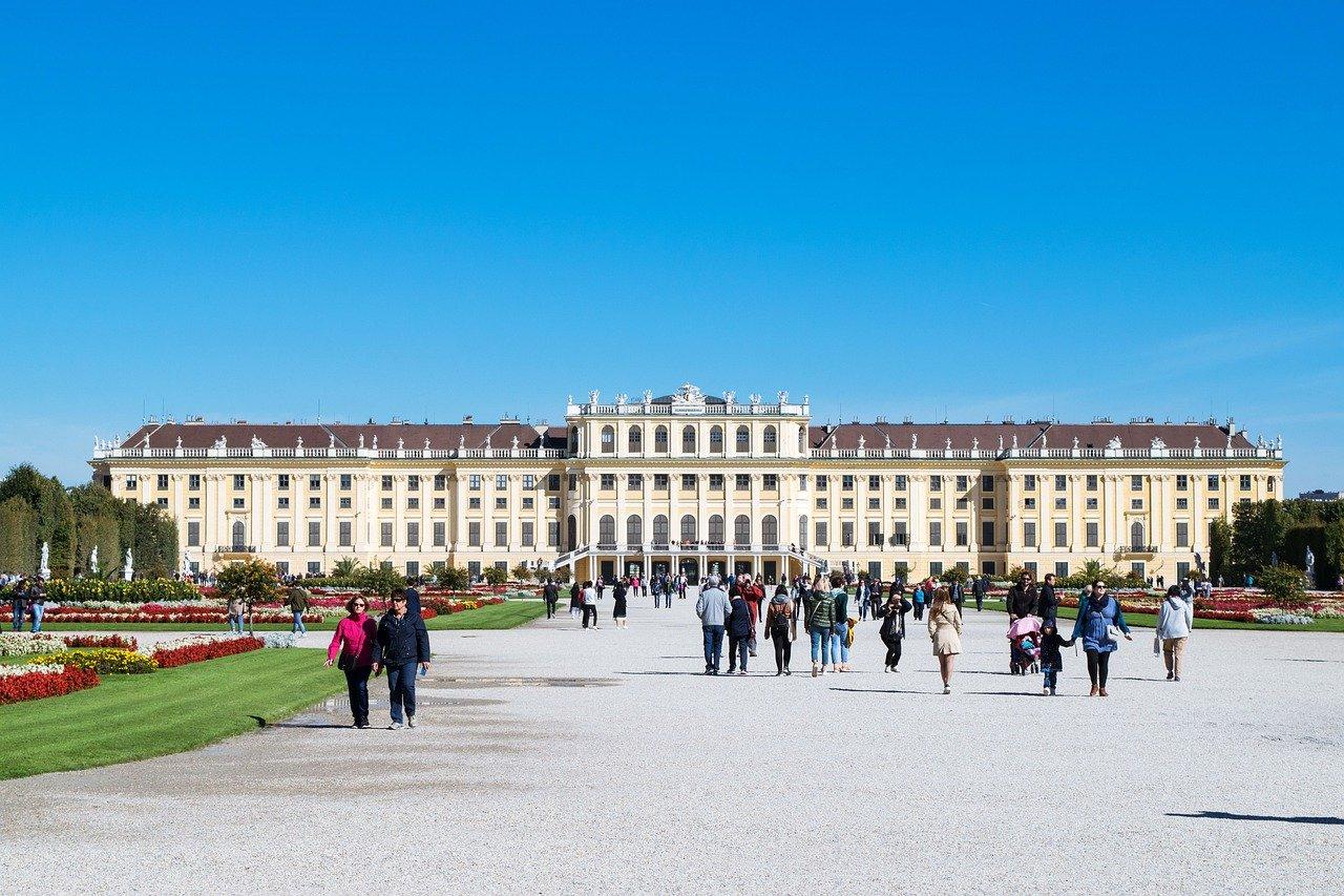 Обязательно посетите туристические достопримечательности Европы. Откройте для себя лучшие места для посещения в Европе Туристические достопримечательности в Европе Туристические достопримечательности, которые обязательно нужно посетить в Европе vienna schonbrunn 1