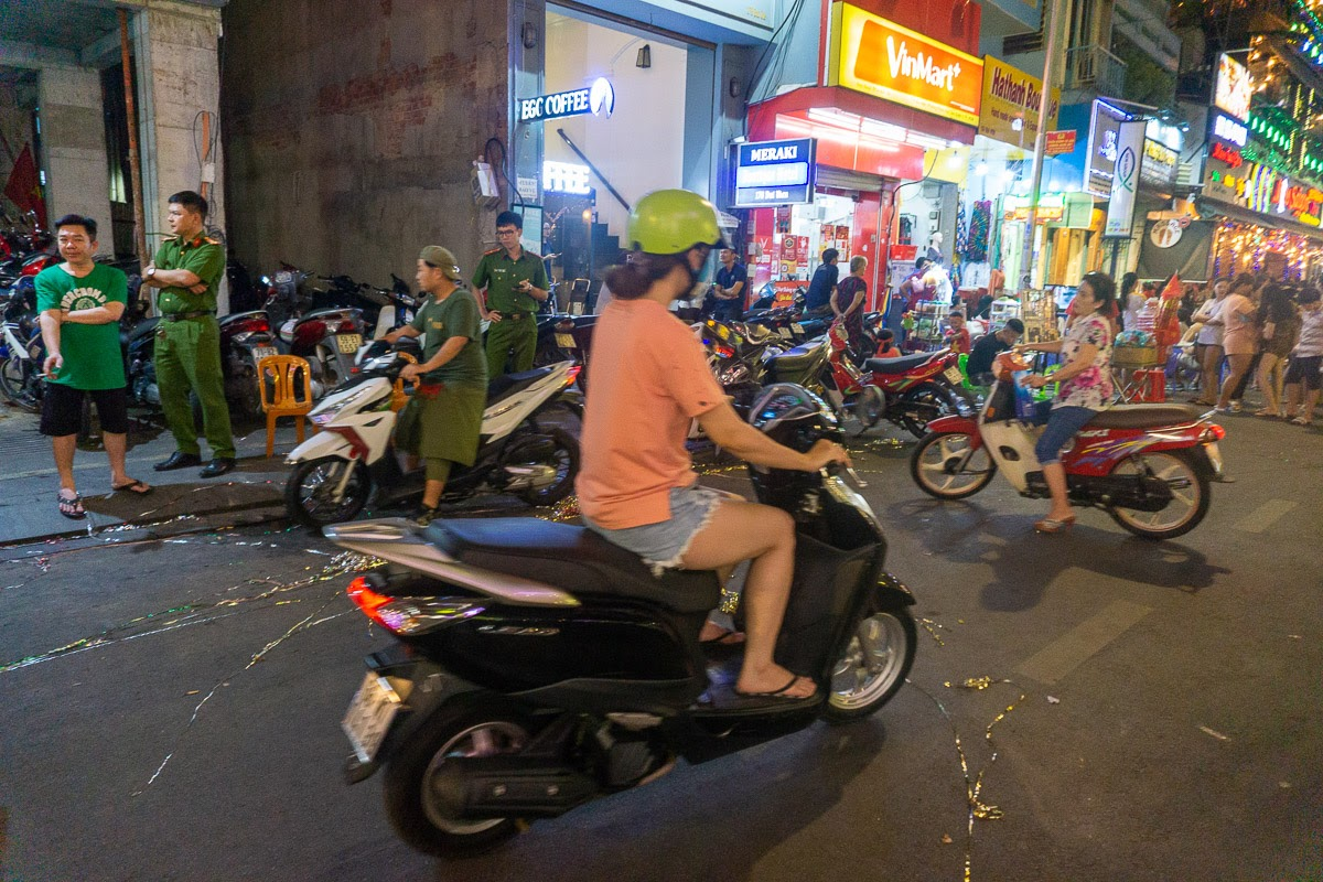 Crossing the road in Vietnam. Discover 15 useful travel tips for visiting Vietnam in this article. Read it now!