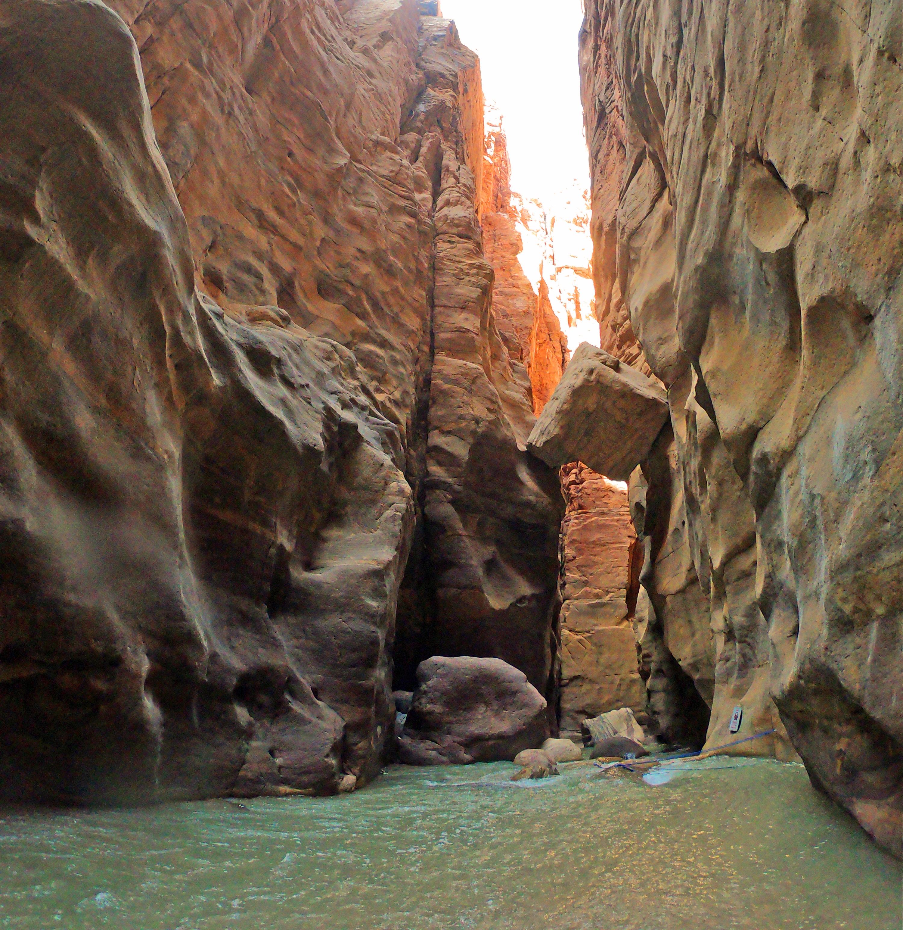 Вади Муджиб, Джордан. Вот лучшие вещи, которые можно сделать в Иордании за 1 неделю. Используйте этот маршрут Иордании при планировании поездки в Иорданию. Иордании Маршрут 7 дней в Иордании Маршрут wadi mujib canyon2