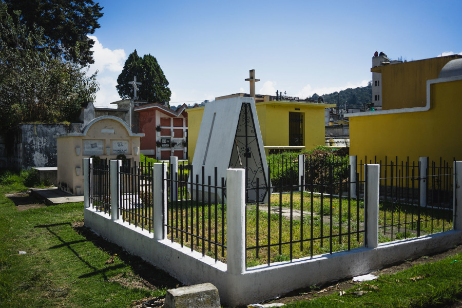 Visiting a cemetery in Guatemala is one of the unique experiences in Guatemala. Discover other 12 best places to visit in Guatemala from this article.