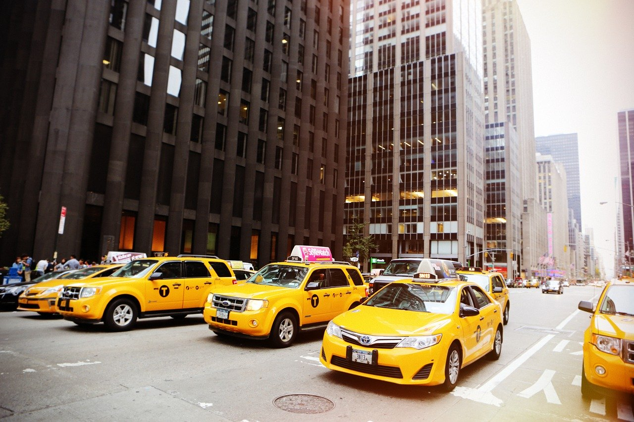 Yellow cabs in New York. Everything you need to know about car rental in New York, USA