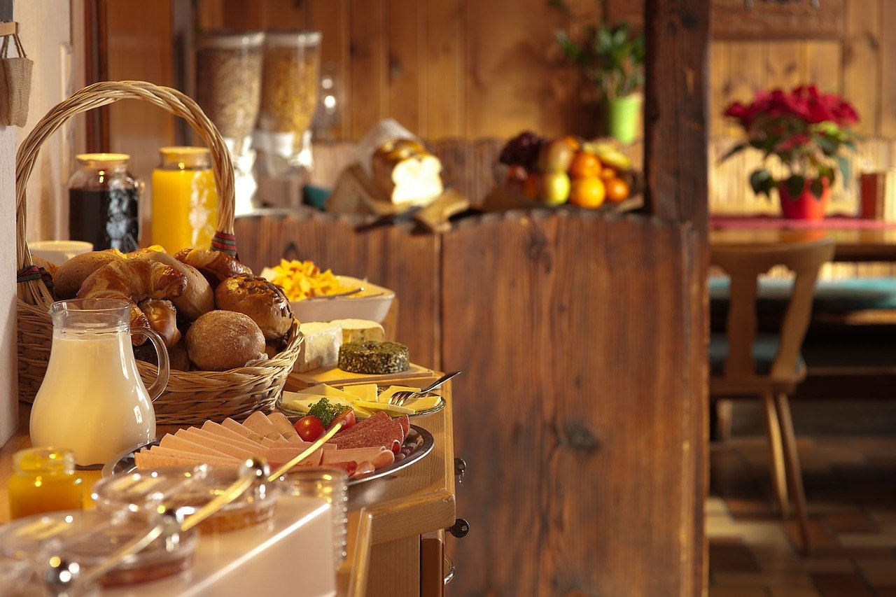 Breakfast at a hotel - How to get the best hotel while traveling