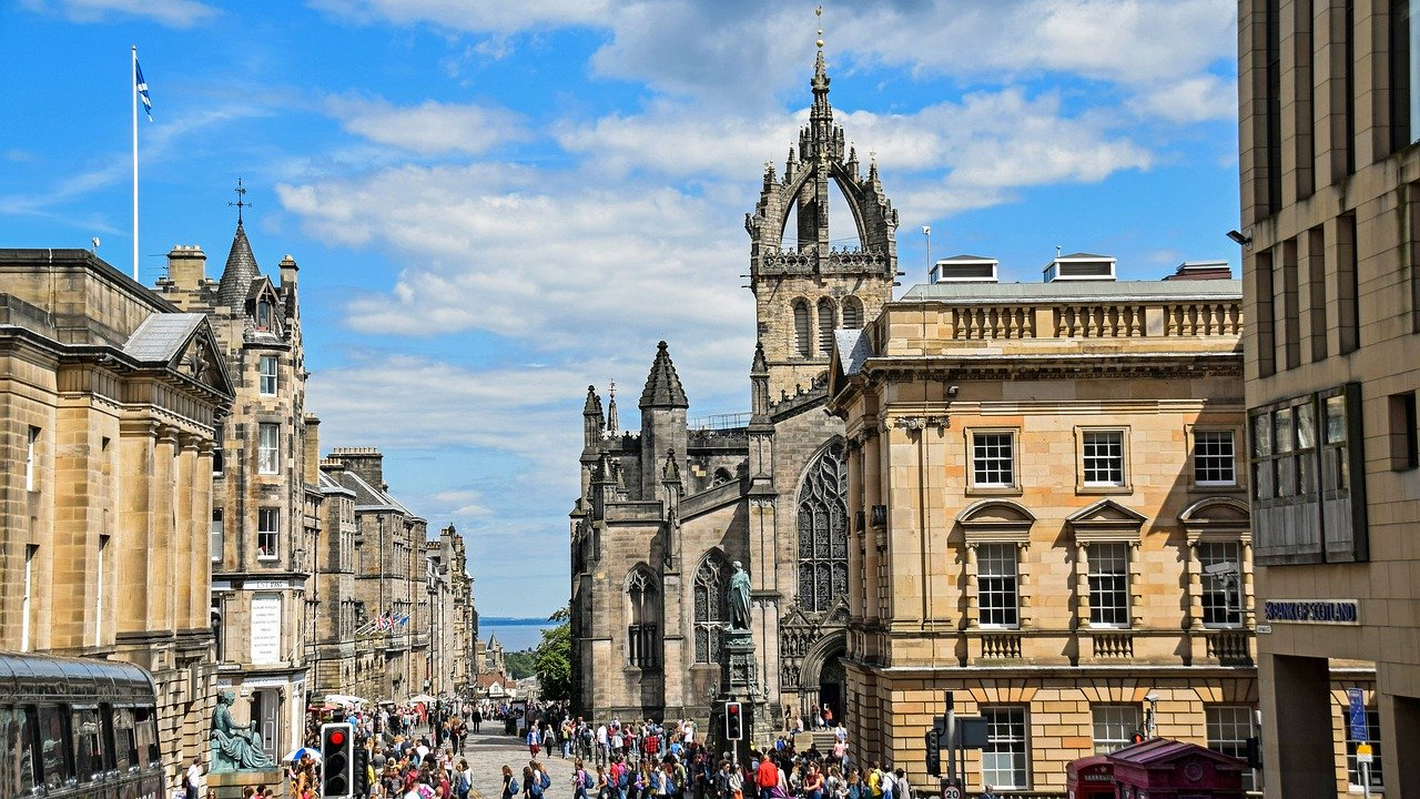 Edinburgh could be your next summer vacation destination in Europe