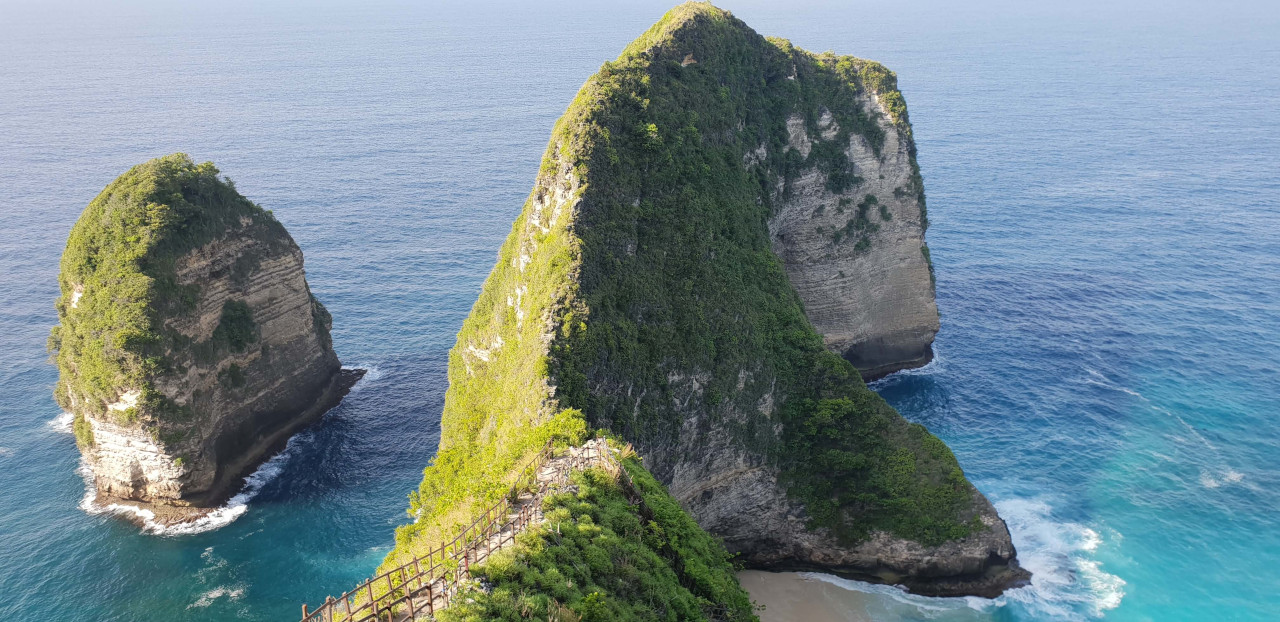 Admire the breathtakingly beautiful Kelingking T-Rex view on your one day in Nusa Penida
