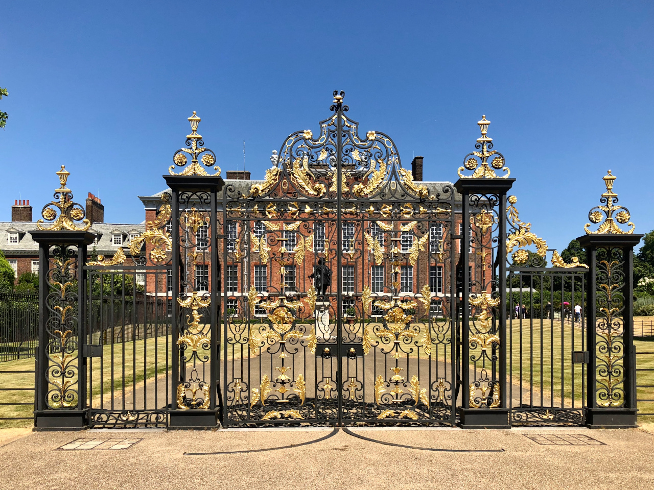 Kensington Palace is one of the top London attractions and you should include it on your walking London itinerary