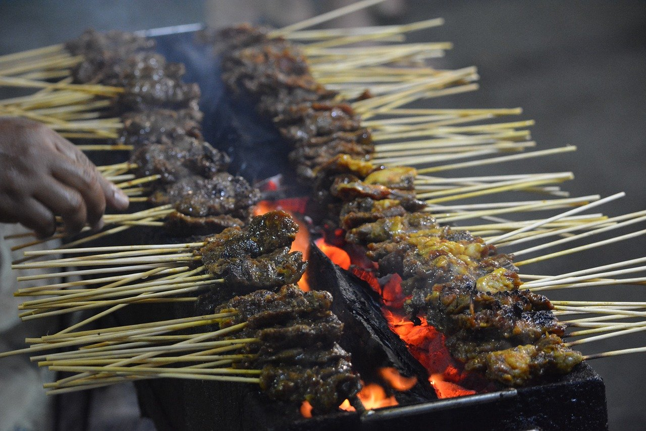 Satay is recognized as one of the best foods in the world. Discover amazing Singaporean dishes from this article