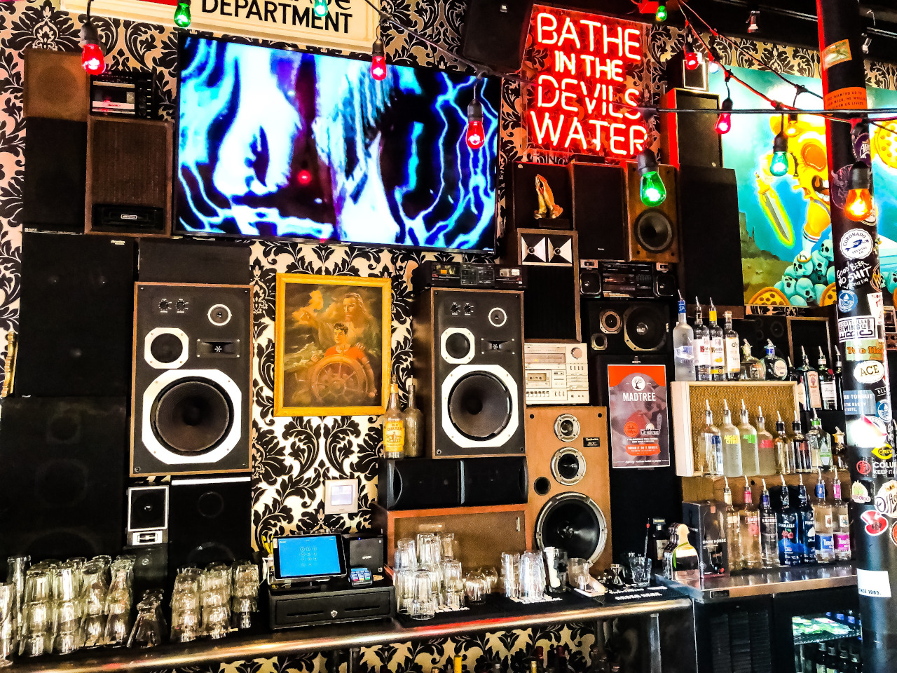 Bar in OTR, Cincinnati. Discover where to eat in Cincinnati from this article
