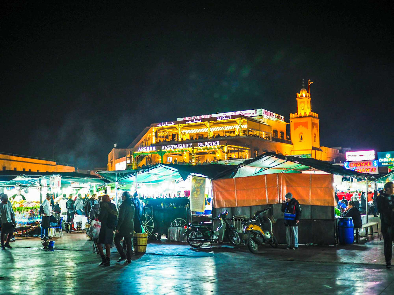 Marrakesh Jemaa el-Fnaa Square is one of the best things to do in Marrakesh. Discover how to spend one week in Morocco from this article