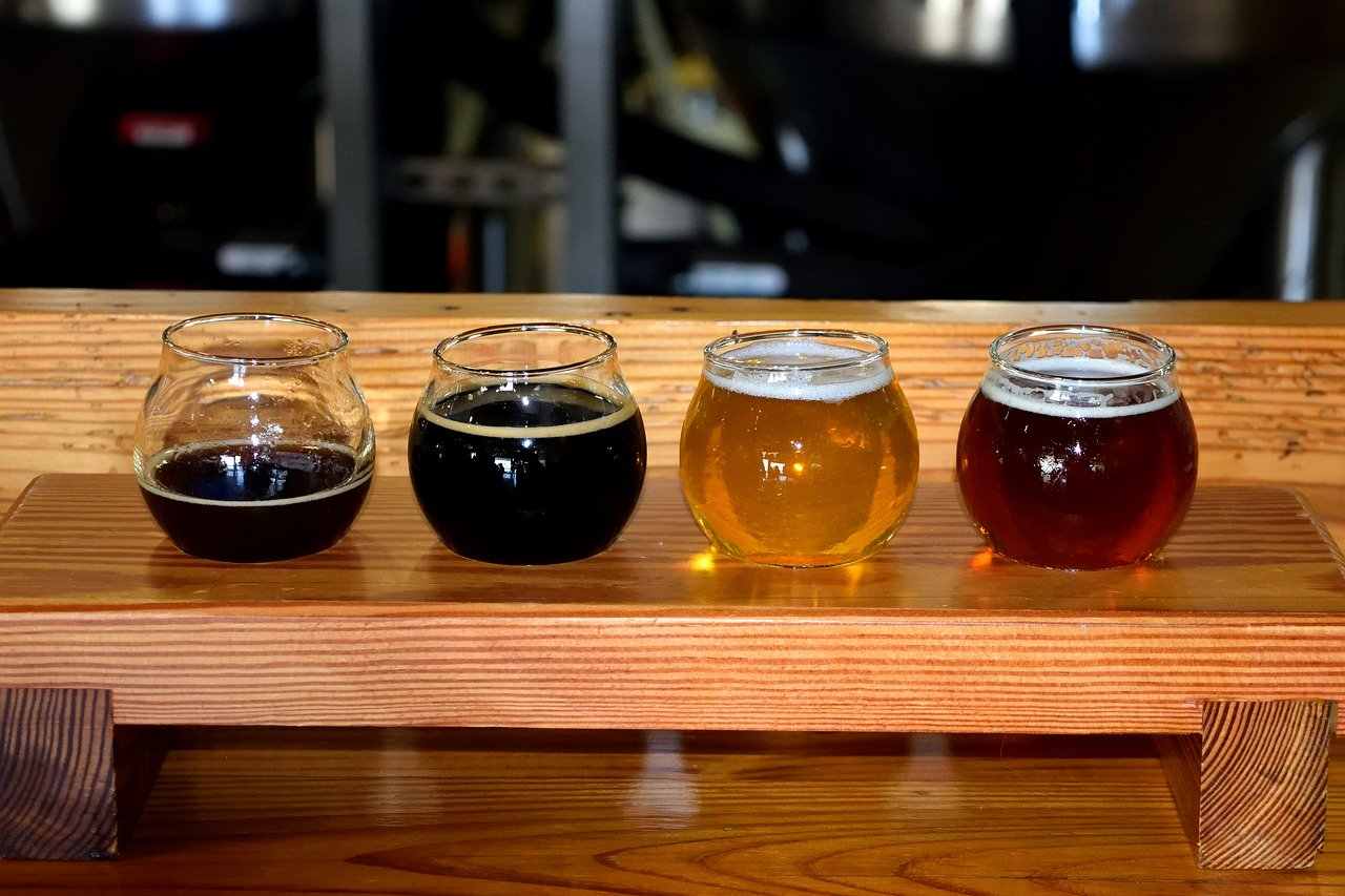 One of the best day trips from NYC is to do a brewery tour and do some beer tasting! Discover more places to visit near New York City from the article.
