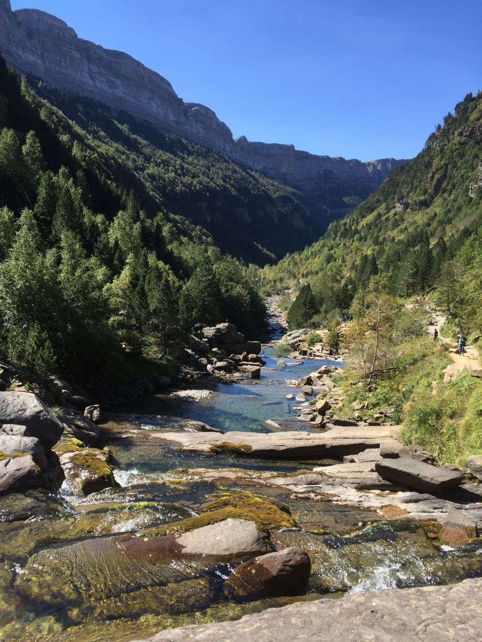 Ordessa Valley, Pyrenees. This article presents you the top destinations in Spain as well as the Spanish life, Spanish customs - everything you need to know before you travel to Spain