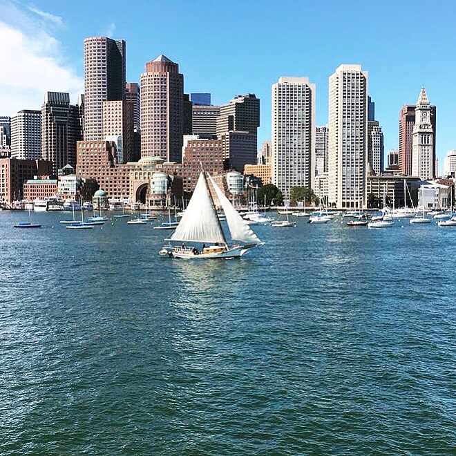 Boston Harbor is one of the unmissable Boston landmarks. Discover the top rated attractions in Boston as well as off the beaten path things to do in Boston from this local's guide to Boston USA