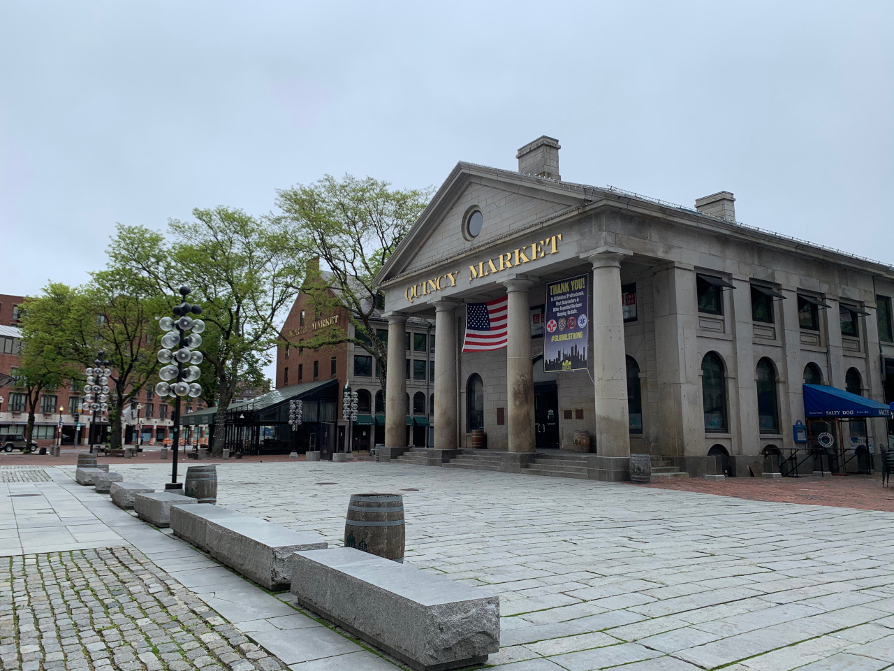 Quincy Market at Faneuil Hall is a good place to stop if you're looking for one of the best places to eat in Boston. Discover 25 restaurants in Boston and things to do in Boston from this article