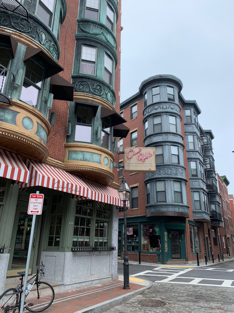 North End is the oldest neighborhood in Boston USA. Here are 30 things to do in Boston and the best restaurants in Boston, as well as off the beaten path attractions. Read the article