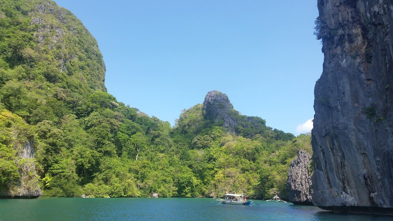 El Nido Palawan, the Philippines is one of the best camping spots in Southeast Asia